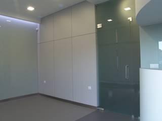 Espaço para sala de espera: Escritórios e Espaços de trabalho  por Artglam, Lda