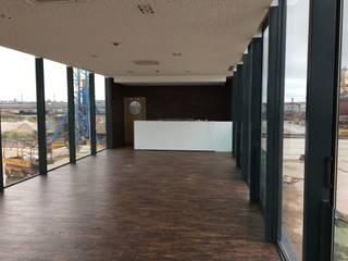 Sala de jantar: Iates e jatos minimalistas por Artglam, Lda