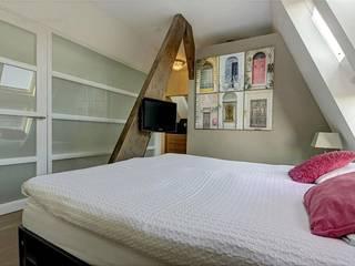 Verbouwing woonhuis Vinkeveen:  Slaapkamer door Architectenbureau Ron Spanjaard BNA