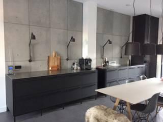Betonnen keuken achterwand panelen:   door ConcreetDesign BV