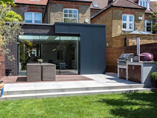 Waldegrave Modern houses by IQ Glass UK Modern