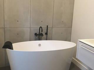 VT Wonen 'Verbouwen of verhuizen' te Alkmaar:  Badkamer door ConcreetDesign BV