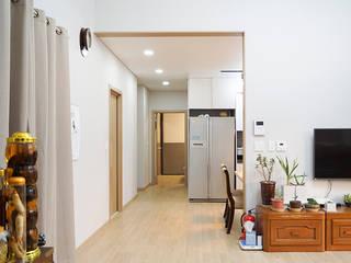 충남 천안 호당리 목조주택(35py): 한다움건설의  거실