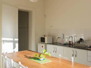 Estudio de Abogacía.: Cocinas de estilo  por Ciotta - Picot - Ciotta