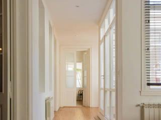 Estudio de Abogacía. Pasillos, vestíbulos y escaleras clásicas de Ciotta - Picot - Ciotta Clásico
