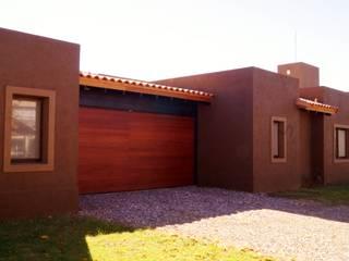 Garage: Casas de estilo  por Abitar arquitectura
