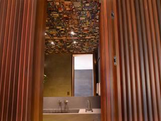 Apartamento PT (São Paulo): Banheiros  por Maneco Quinderé e associados