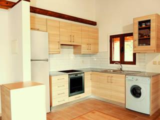 Cozinha na casa de madeira & xisto:   por ECOSITANA - Casas de Madeira Portugal
