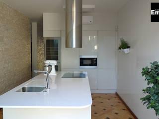 Cozinha no Porto: Cozinhas  por Grupo Emme Cozinhas,Moderno