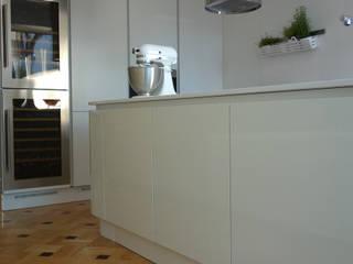 Cozinha no Porto Grupo Emme Cozinhas Cozinhas modernas Branco