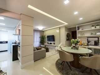 Dining room by Join Arquitetura e Interiores