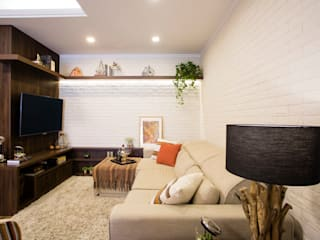 Living room by Join Arquitetura e Interiores