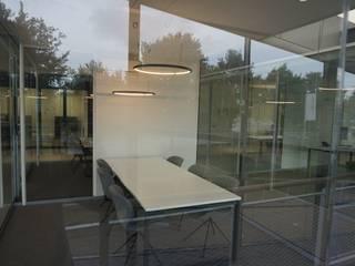 VW showroom:  Autodealers door AID Interieur Architecten