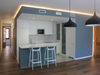 St Feliu de Llobregat -85m²-, Barcelona. Cocinas de estilo moderno de GokoStudio Moderno