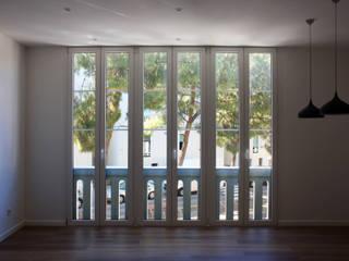 St Feliu de Llobregat -85 m²-, Barcelona. Sala de estar-Comedor.: Salones de estilo  de GokoStudio