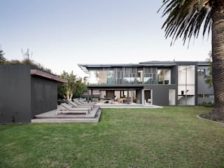 Family Home, Cape Town :  Garden by GSQUARED architects