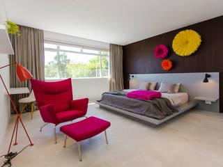 GSQUARED architects Спальня Інженерне дерево Рожевий