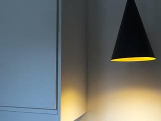 Kitchen by Atelier d'architecture ASTA