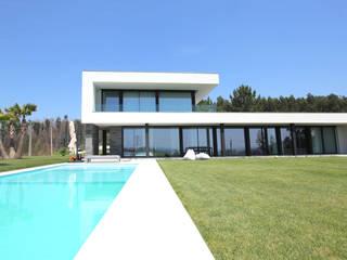 Alçado Principal: Casas minimalistas por Sérgio Bouça
