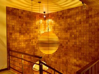 Casa K Modern corridor, hallway & stairs by Saka Studio Modern