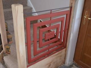 Staircase ZENTIA 玄關、走廊與階梯階梯 金屬 Red