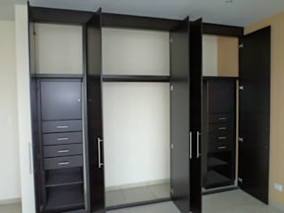 DLR ARQUITECTURA/ DLR DISEÑO EN MADERA Dressing roomStorage Wood Black