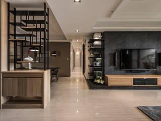 午後愜意。靜 現代風玄關、走廊與階梯 根據 存果空間設計有限公司 現代風
