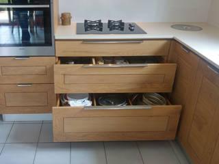 Cuisine sur mesure en chêne huilé:  de style  par DELORME meubles
