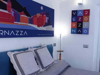 MIKE & FRANCA SUITE VERNAZZA: Hotel in stile  di Ramona Artina Designer