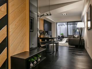 藏。 現代風玄關、走廊與階梯 根據 存果空間設計有限公司 現代風