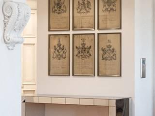 """Дизайн проект квартиры """"Парадный квартал"""" Коридор, прихожая и лестница в эклектичном стиле от ELENA SKUTOVA Эклектичный"""