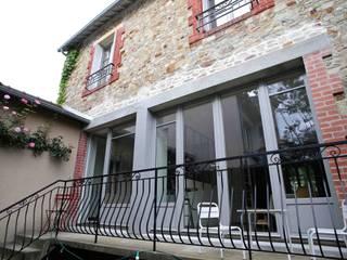 Transformation d'une maison rennaise Maisons modernes par Atelier Claire Dupriez Moderne