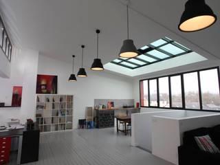 Loft dans une maison bourgeoise Bureau moderne par Atelier Claire Dupriez Moderne