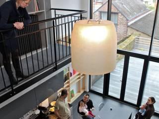 Loft dans une maison bourgeoise Salle à manger moderne par Atelier Claire Dupriez Moderne