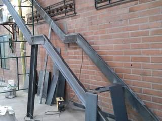 Escalera metalica de Construcciones y Diseños en Arquitectura Aron SAS Moderno