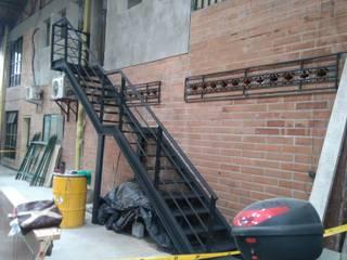 Construcciones y Diseños en Arquitectura Aron SAS Oficinas y Comercios Metal Negro