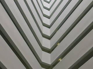 Troia Resort Corredores, halls e escadas modernos por J.J. Silva Garcia, arquitecto Lda. Moderno