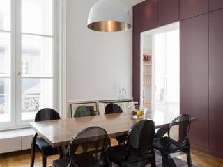 Jeux de volume et de couleur Salle à manger moderne par Atelier Claire Dupriez Moderne
