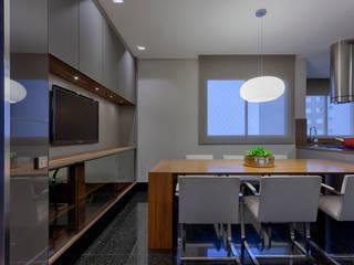 Moderne Küchen von Escritório Fabíola Constantino Modern
