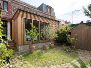 Esprit cabane en ville Maisons modernes par Atelier Claire Dupriez Moderne
