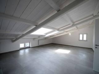 Paredes y pisos de estilo minimalista de yesHome Minimalista