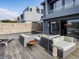Terrace/ Pool Area Modern balcony, veranda & terrace by INAIN Interior Design Modern