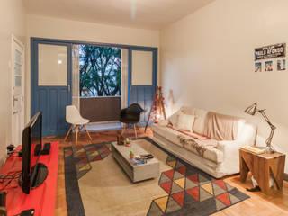 Phòng khách theo Aptar Arquitetura, Mộc mạc