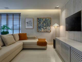 Moderne Wohnzimmer von Escritório Fabíola Constantino Modern