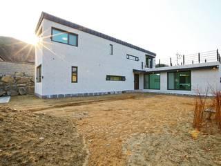 북카페 인테리어가 포인트 되는 전원주택 모던스타일 주택 by 한글주택(주) 모던