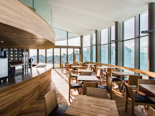 Modern Dining Room by Supersymetrics GmbH Modern