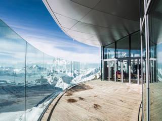 Bergstation Pitztal, Österreich Moderner Balkon, Veranda & Terrasse von Supersymetrics GmbH Modern