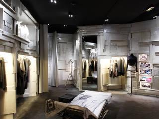 L'Eclareur Fashion Store, Paris Industriale Ankleidezimmer von Supersymetrics GmbH Industrial