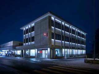 Fassadenbeleuchtung UBS Bank Davos, Schweiz Klassische Häuser von Supersymetrics GmbH Klassisch