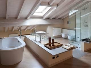 Flat Parade Bagno minimalista di Orsini Architects Minimalista